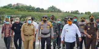 Kapolda Riau Bersama Forkopimda Tinjau TPS di Rohul dan Dumai