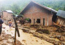 Hadiri Acara di Kampung Tetangga, Kampung Sendiri Porak-Poranda Diterjang Banjir