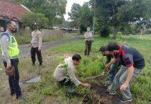 Ikuti Jejak Kapolda Sumsel, Kapolsek Gelumbang Manfaatkan Lahan Tanam Pohon Berbuah
