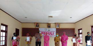Fasilitasi Masyarakat, Bhayangkari Gayo Lues Serahkan Sebanyak 119 Akte Kelahiran