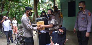 Kapolres Kampar Salurkan Zakat Profesi Personel dan Bansos untuk Warga Kurang Mampu