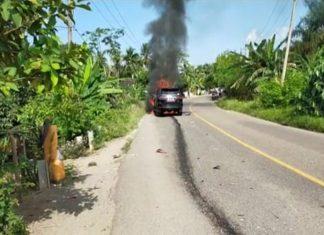 Heboh, Mobil Dinas Sekda Muara Enim Terbakar di Tengah Jalan Lintas Prabumulih-Muara Enim