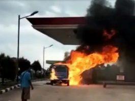 Balita Tewas Terjebak di Dalam Mobil Angkot yang Terbakar