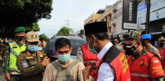 Bagi Masker Gratis di Pasar Kayuaagung, Wabup Ingkatkan Kembali Pentingnya Prokes