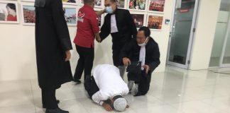 Pasangan HDS-Tullah Sujud Syukur Usai Dengar Keputusan MK