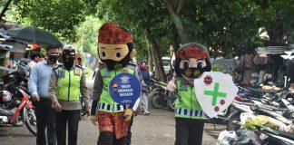 Bentuk Sinergitas TNI Polri, Sejumlah Badut Edukatif Satlantas Polres Muara Enim Ikut Turun ke Jalan Bantu Penanganan Wabah Pandemi Covid-19