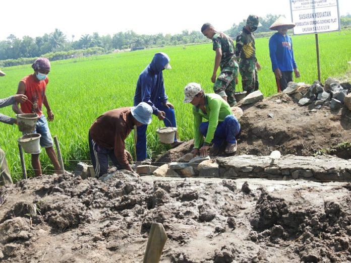 'Sebelum Dibangun Gorong-Gorong dari Kayu Itu Sering Kebawa Aliran Air,' Ini Ungkapan Haru Petani Atas Program Satgas TMMD