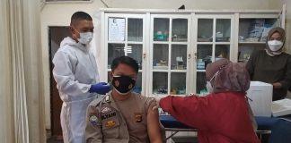 343 Personil Polres Muara Enim Ikuti Vaksinasi Bertahap Selama 7 Hari