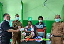 Duet Anggota DPRD Dapil III Muara Enim dan Camat Gelumbang Bantu Yaipah, Wanita Lansia Penderita Tumor Ganas