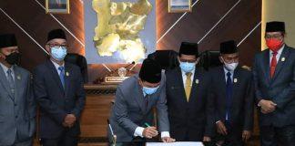 Rapat Paripurna ke XIV. 5 Raperda di Setujui, DPRD dan Wali Kota Prabumulih Tandatangani Bersama
