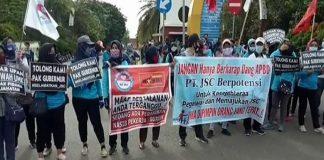 Tuntut Gaji Tak Dibayar 10 Bulan PT JSC, Ratusan Karyawan Tetap Lakukan Aksi Mogok Kerja