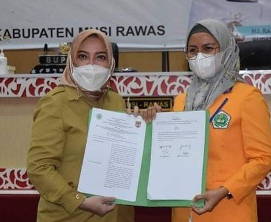 Bupati Mura Hj. Ratna Machmud Tandatangani MoU dengan STIEBI Prana Putra dan Universitas Bengkulu