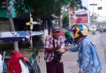 Lewat Berkah Ramadan 1442 H, LAAGI Bagi-bagi Takjil dan Masker ke Penguna Jalan