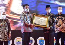 Gubernur Sumsel Anugerahi Pemkot Palembang Sebagai Kota Terbaik di Sumsel