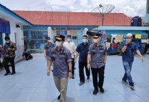 Safari Ramadan ke Lapas Kelas IIB Blangkejeren, Kakanwil Kemenkumham Aceh Periksa dan Sapa Sejumlah Napi