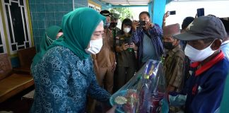 Ketua TP PKK OKI Serahkan Bantuan untuk Korban Kebakaran SP. Padang