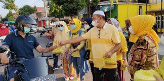 Usai Lakukan Aksi Borong, Kader DPD Golkar Prabumulih Bagikan Takjil ke Penguna Jalan, Masjid dan Panti Asuhan