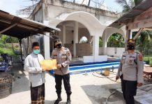 Lakukan Bansos, Kapolres Prabumulih Serahkan Bantuan Pembangunan Mushola Ponpes Hidayatul Muhtadin