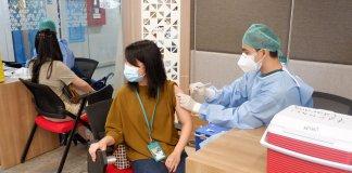 Ratusan Karyawan Sequis Terima Vaksinasi Covid-19