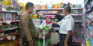 Sidak Minimarket, Rombongan Camat Gelumbang Temukan Minuman Kedaluwarsa
