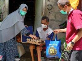 Jelang Idul Fitri, Gema Sehat Juken BKKBN Sumbar Bagi-bagi Sembako untuk Kaum Dhuafa