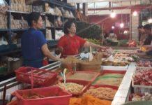 Jelang Lebaran, Pedagang Bumbu Giling di Pasar Prabumulih Ramai Pembeli