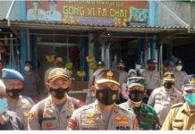 Putus Rantai Covid-19, Kapolda Sumsel Bersama Kapolsek IT I Palembang Bagi-bagi Masker