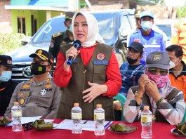 Bupati dan Wakil Bupati Musi Rawas Salurkan Bantuan ke Desa Pasenan