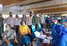 Polres Tubaba Bersama Koramil 412-01 TBT Bersinergi dengan Pemkab Gelar Vaksinasi Massal