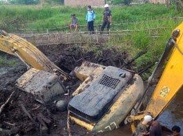 Dipinjam Pakai Gapoktan, Excavator Milik Dinas Pertanian Sumsel Ini Terancam Karatan Setelah Terbenam Cukup Lama di Desa Pengabuan