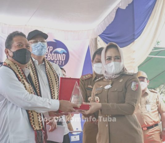 Tampung Aspirasi Petambak Udang Bumi Dipasena, Menteri KKP Bantu 1 Unit Excavator untuk P3UW