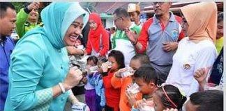 BKKBN Anugerahi Lindasari Iskandar Manggala Karya Kencana