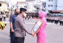 Serahkan Santunan ASABRI kepada Ahli Waris, Kapolda Sumsel Kembali Ingatkan PJU dan Personel untuk Salat Tepat Waktu di Masjid